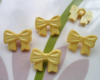 LOT 6 buttons: bow with 16mm