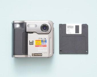 Sony Digital Mavica MVC-FD5 Floppy Disk Camera with 10 Disks
