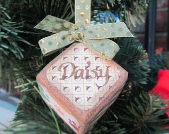 Pet Vintage-style block ornament