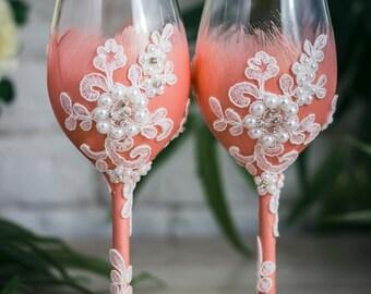 Personalized Wedding Wine Glasses, Blush Toasting Glasses, Bride and Groom Toasting Flutes, Lace Wedding Glasses with Rhinestone , 2 pcs