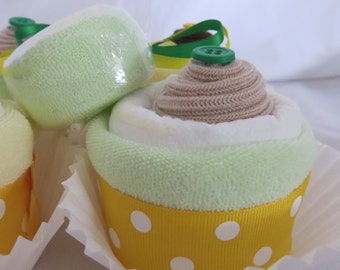 Diaper Cupcakes with Washcloth Lollipop in Gender Neutral