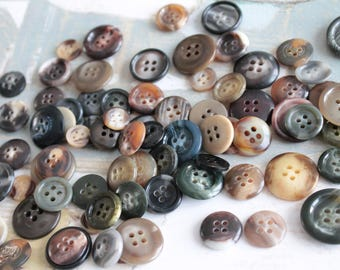 Assortment of 30 buttons, marbled with different colors and diameters 1008