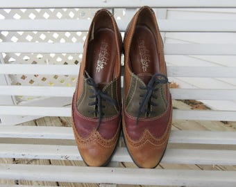 Three Tone Leather Oxford Lace Up Flats with Wingtip Design - Size Womens 7