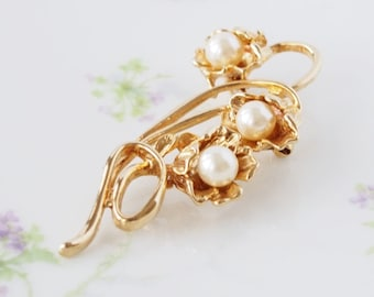 Vintage Gold Tone Faux Pearl Flower Floral Brooch Pin Costume Jewelry  / CJ3069