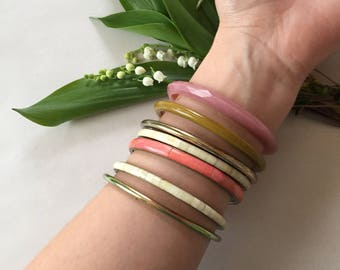 set of 7 bangle bracelets | 1960s plastic mauve and olive | metal coral mosaic bracelets