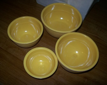 4 yellow  nesting measuring bowls