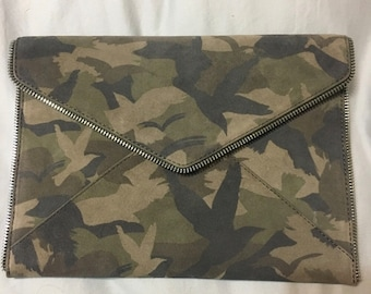 Rebecca Minkoff clutch w authentication tags & dust bag