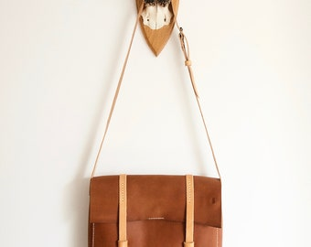 Cognac leather messenger bag // Crossbody bag in cognac leather