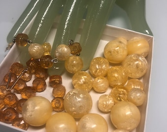 Lot of 20MM & 10MM Off White Amber Marble Vintage Costume Jewelry Beads from broken necklace