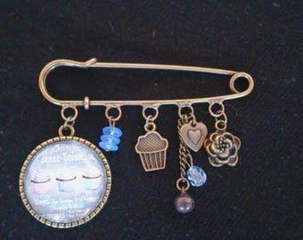Bronze brooch pin Blue Cupcakes