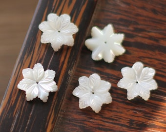 10pcs White Mother of Pearl Carved  Flowers 14mm -V1141