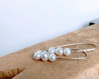 Silver hanging earrings with pearls
