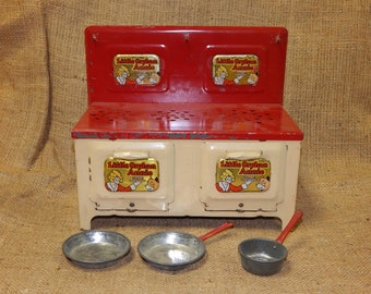 Vintage Little Orphan Annie Toy Stove with 3 Pans!