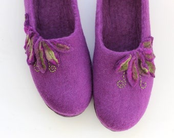 Women slippers, felt slippers, wool house shoes, purple felt slippers, valenki, wool clogs, slippers with soles, women houseshoes, homeshoes