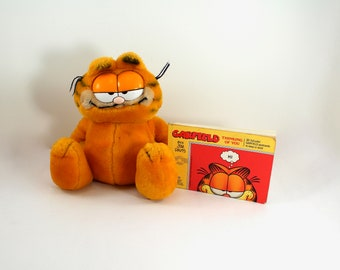 Vintage Garfield plush stuffed animal and postcards book - Dakin, 1970s or 1980s, Odie, Jim Davis - so cute!
