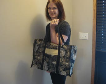 Tailored Black Print Wine Tote with Pocket