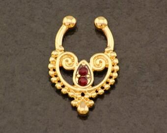 Golden Septum Ring. Gold Fake Nose Ring. Boho Fake Piercing. Bohemian Clip On Septum. Elegant Hippie Faux Septum Ring. Fake Body Jewellery.