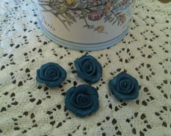 Set of 4 blue flowers in satin to sew or stick