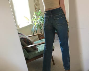 Vintage High Waisted Relaxed Fit Jeans