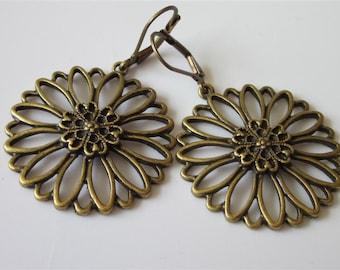 Flower Earrings, Bronze Metal Flower, Minimalist Jewelry, Round Dangle, Daisy Earrings, Leverback