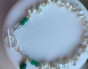 Bracelet — Faceted Apatite, Cornflake Freshwater Pearls, Apatite Briolette Charm