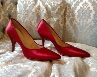 1960s Red Shoes / Red Stiletto Heels Sz 8 / Red Satin Shoes / Vintage Red Shoes