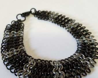 European 4 in 1 chainmaille Bracelet - Black and Grey