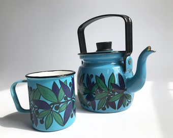 FINEL Lehva enamel kettle & mug, leaf and berry decor / extremely Rare highly collectible / Mid century modern ARABIA Finland