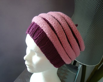 Slouchy hat fantasy woman in pink bicolor merino wool and hand-knitted purple