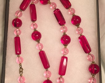 """Vtg 1960's RED & PINK LUCITE Beads 26"""" long"""
