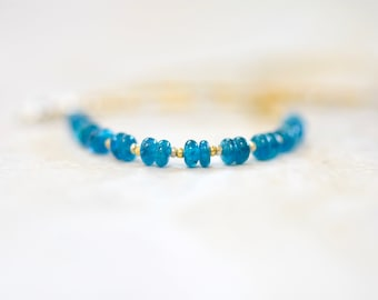 neon apatite beaded necklace with true cut seed beads in gold and silver. minimalist apatite string necklace. neon apatite jewelry