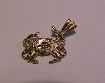 14k yellow gold Crab charm-
