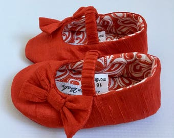 Girls Red Baby Shoes // Dupioni Silk shoes for girls red Christmas toddler shoes  holiday shoes - Shannon
