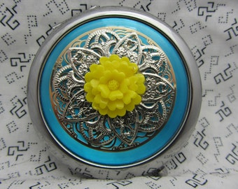 Compact Mirror The Big Yellow Flower Comes With Protective Pouch