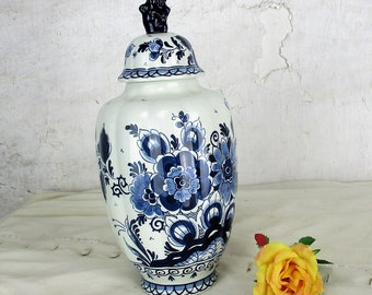 Small Vintage Delft Lidded Vase Urn Blue White Royal Goedewaagen Foo Dog 11.41""