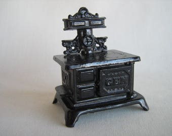 """Vintage Dollhouse Furniture - Miniature Heavy GEM Cast Iron Stove/Oven in 3/4"""" Scale"""