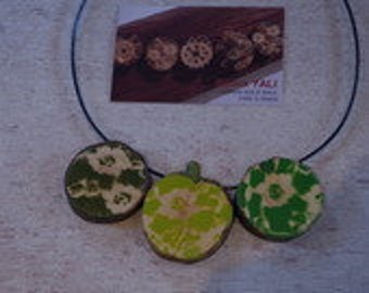 Wood necklace, coordinated color FLOWERS