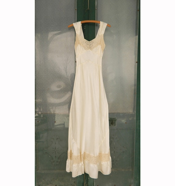 Vintage Long Glamorous Sexy Ivory Satin Dressing Night Gown