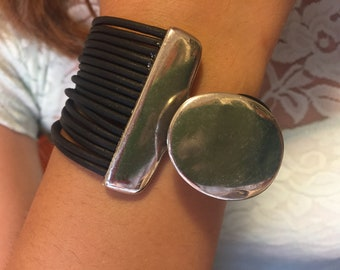 multistrand bracelet, women leather bracelet, trending jewelry for women, Uno de 50 style bracelet, trending now,  zamak sterling silver