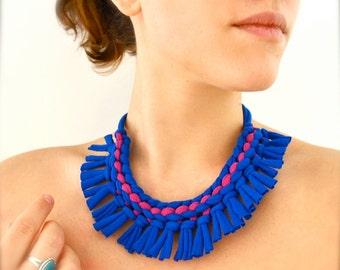 Déclaration tribal collier - bleu magenta frange upcycled tissu bijoux