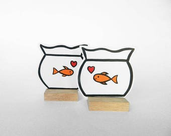 Set of 2 wooden Fishbowls with goldfishes and hearts. Best Valentine's Day gift ever! Can be personalized with your own text at the backside