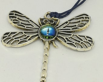 Cotton and Dragonfly pendant necklace