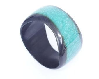 GREEN LUCITE BANGLE, beautiful asymmetrical vintage retro blue green bangle with black borders, retro 50s bangle bracelet, gift for her idea