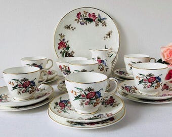 Wedgwood 'Sandon' Tea Set, Butterflies, 21 Pieces, Staffordshire, 1950s.