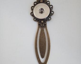 Snap button bookmark flower pattern