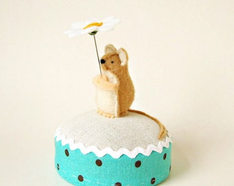 Daisy and Mouse Pincushion