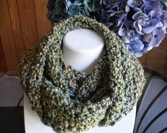 Medium Green Cowl Scarf, Infinity Scarf, Crocheted Scarf, Winter Scarf