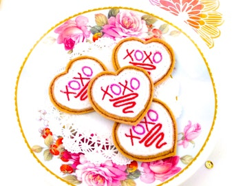 XOXO Cookie Paper Clip | Felt Heart Glazed cookie. Fridge Magnet Cookies - Felt Brooch Anniversary Gifts. Love Gifts and party favor ideas