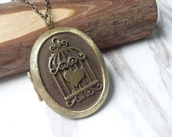 Vintage Victorian Revival Molded Brass Bird's Nest Oval Locket Pendant Necklace 991