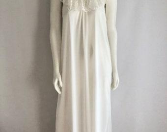 Vintage Sleepwear Women's 70's White, Nightgown, Lace, Full Length (XL)